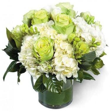 Bouquet Branco em Jarra de Vidro